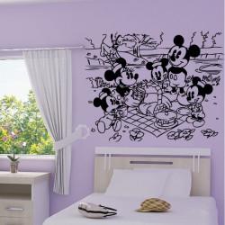 Sticker Mickey Mouse en famille au pique nique