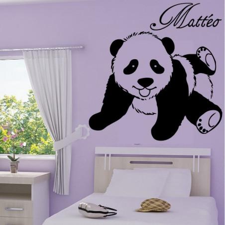 bébé panda allongé
