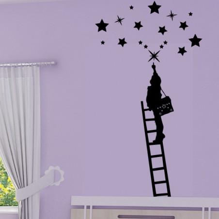 Enfant qui attrape les étoiles sur échelle