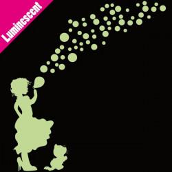 Luminescent Silhouette Fillette souffle des bulles