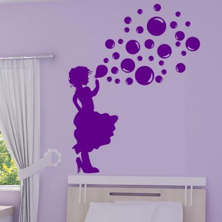 Silhouette Fillette qui souffle des bulles de savon