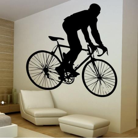 Cycliste Debout sur Velo