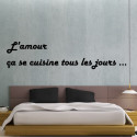 """Sticker Texte Lettrage """"L'amour ça se cuisine tous les jours"""" 2 lignes"""