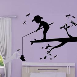 Sticker Enfant pêche sur une branche