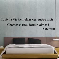 Sticker Texte : Toute la Vie tient dans ces quatre mots Chanter et rire, dormir, aimer ! Victor Hugo