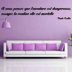 Sticker Texte : Si vous pensez que l'aventure est dangereuse, alors essayez la routine elle est mortelle - Paolo Coelho
