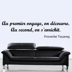 Sticker Citation : Au premier voyage, on découvre.  Au second, on s'enrichit.  Proverbe Touareg