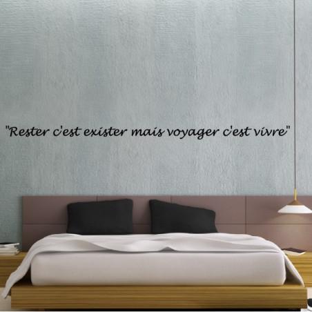 Sticker texte : Rester c'est exister mais voyager c'est vivre