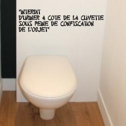 Texte : Interdit d'uriner à côté de la cuvette sous peine de confiscation de l'objet