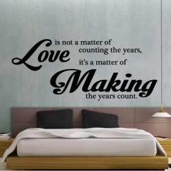 Texte : Love is not a matter of counting the years, it's a matter of Making the years count