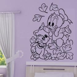 Bébés Pluto et Donald jouent dans les feuilles